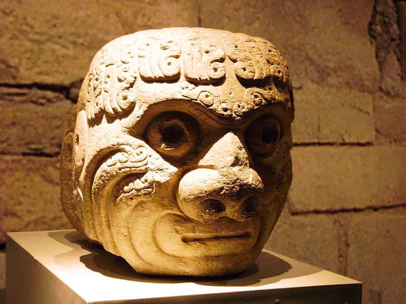 Chavin-de-huantar-giant-stone-head-1
